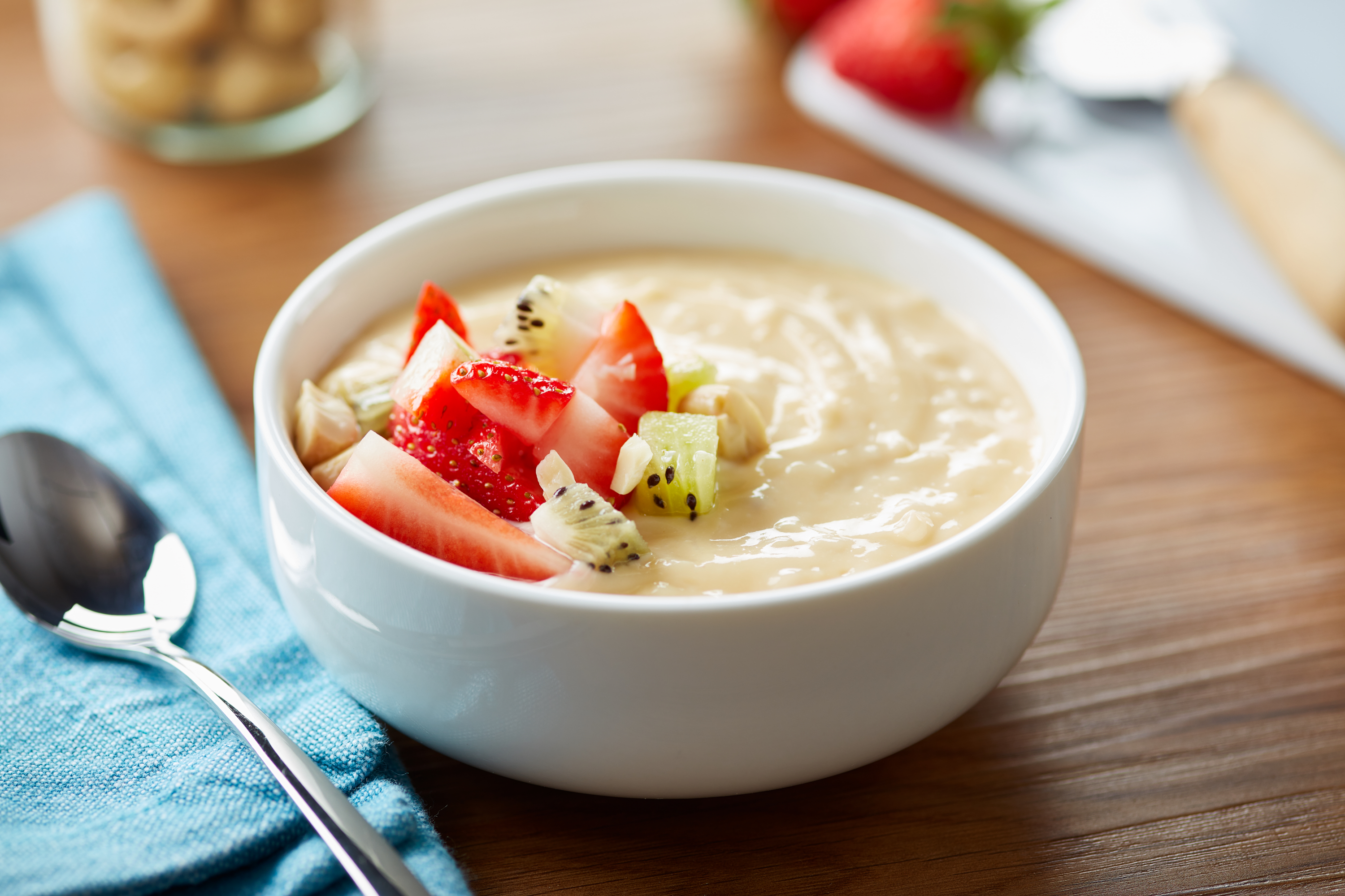 Cold cashew cream with fresh fruit